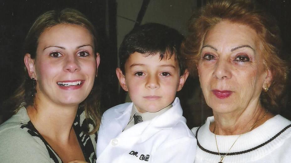 Bernardo Boldrini com a mãe e a avó materna