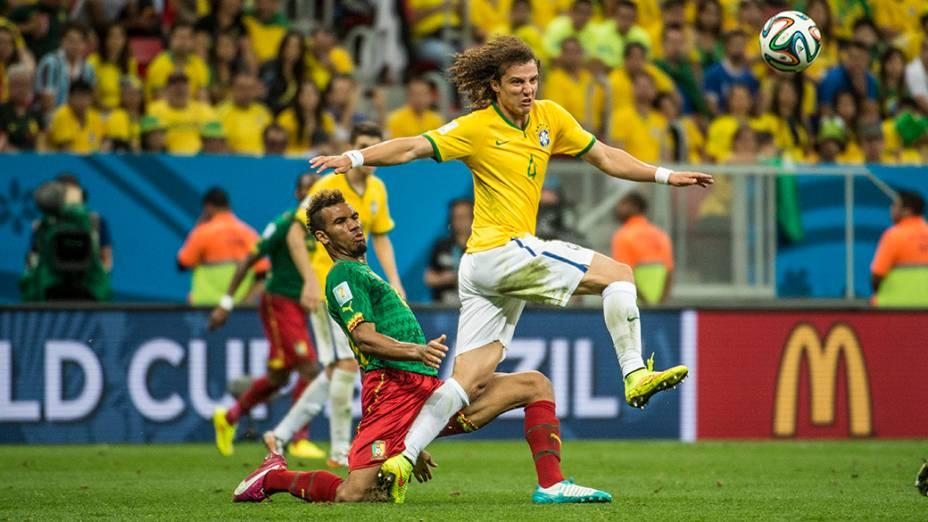 David Luiz em lance no jogo contra Camarões