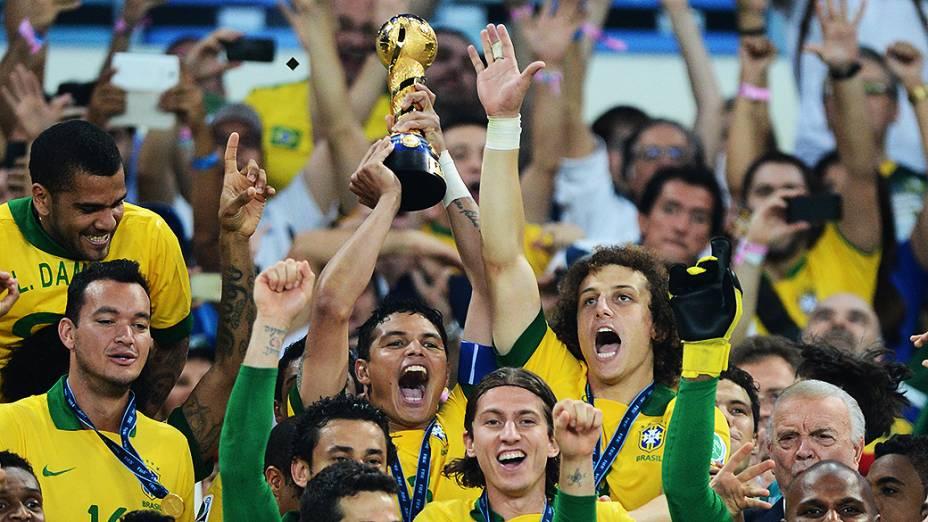 Brasil comemora no estádio Maracanã durante final da Copa das Confederações entre Brasil e Espanha, no Rio de Janeiro