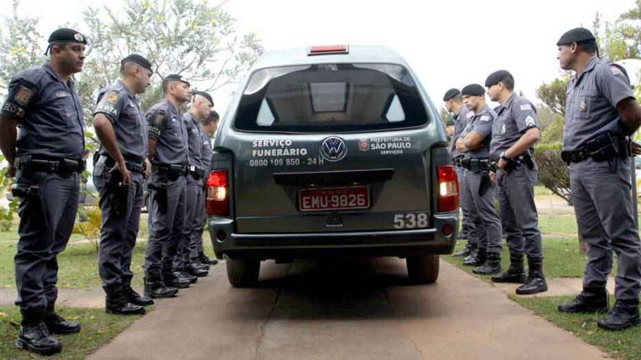 Velório do casal de policiais, do filho deles, da avó e da tia do sargento