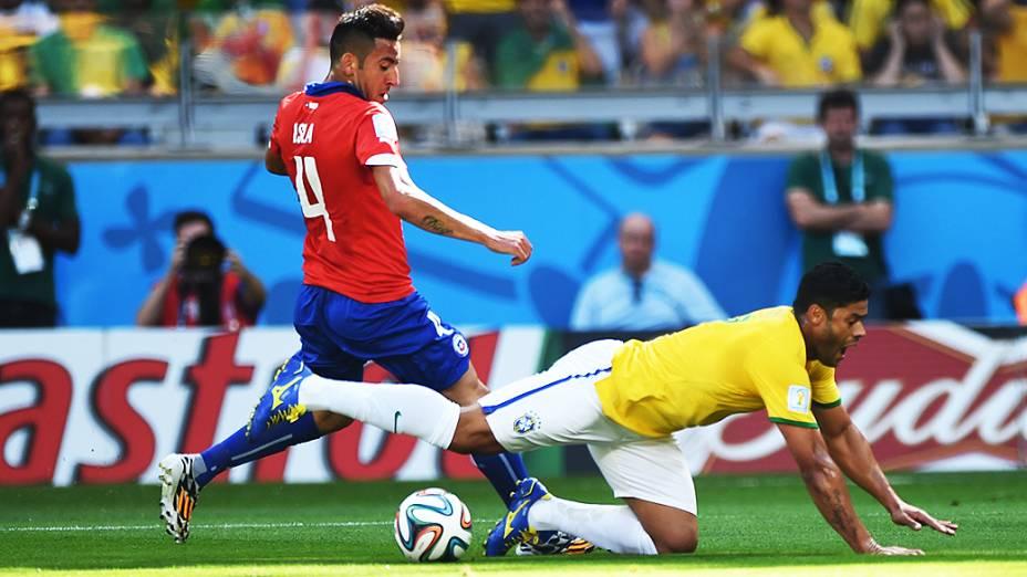 Hulk durante partida contra o Chile, em Minas Gerais