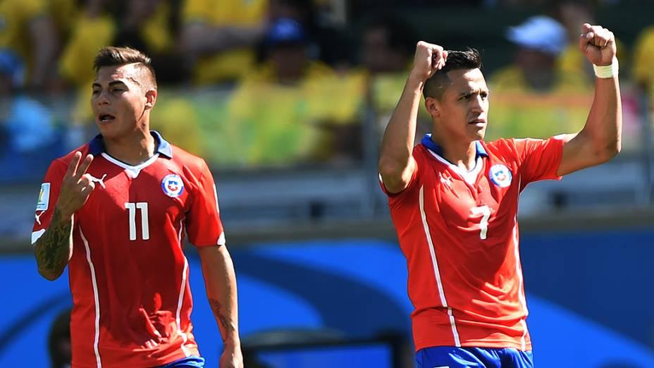Chilenos comemoram gol de empate