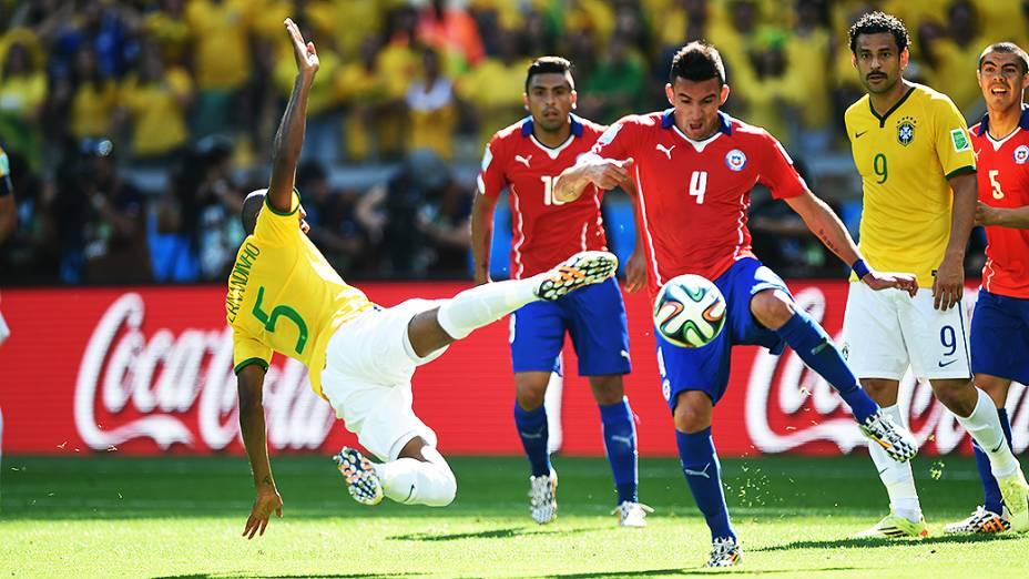 Lance entre Brasil e Chile, em Minas Gerais