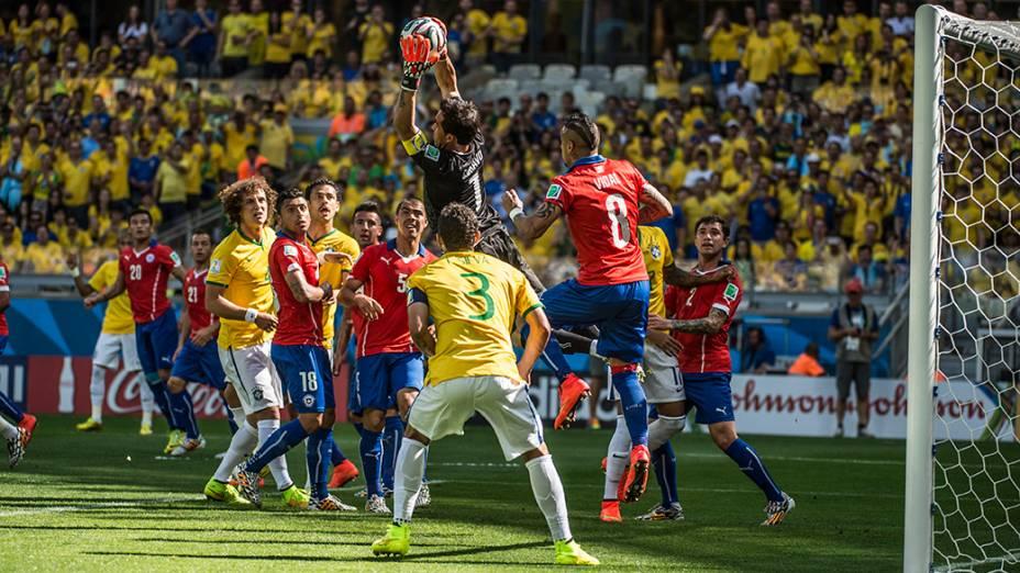 Lance de escanteio no jogo entre Brasil e Chile no Mineirão, em Belo Horizonte