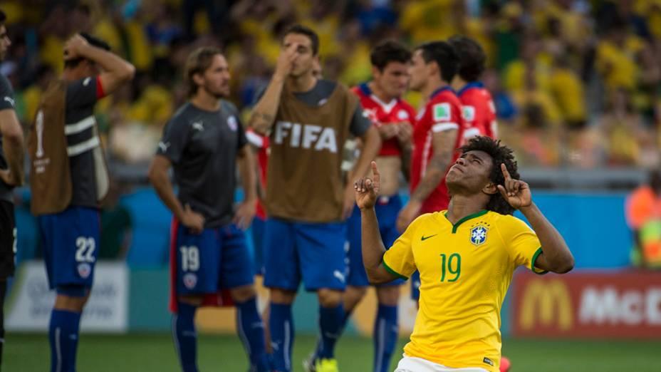 Willian comemora vitória do Brasil sobre o Chile