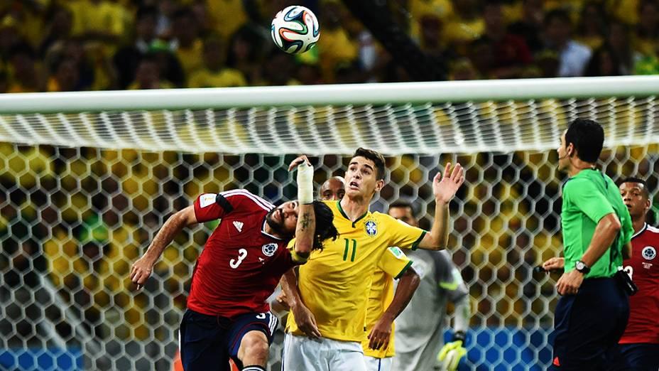 Lance no jogo entre Brasil e Colômbia no Castelão, em Fortaleza