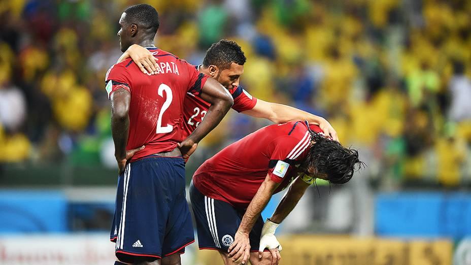 Jogadores da Colômbia lamentam derrota nas quartas de final da Copa para o Brasil