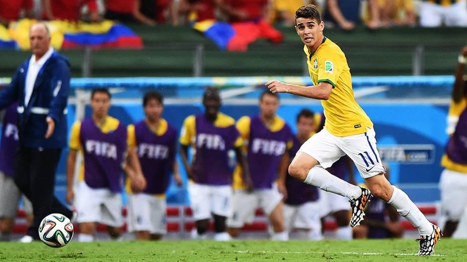 Oscar durante jogo contra a Colômbia no Castelão, em Fortaleza