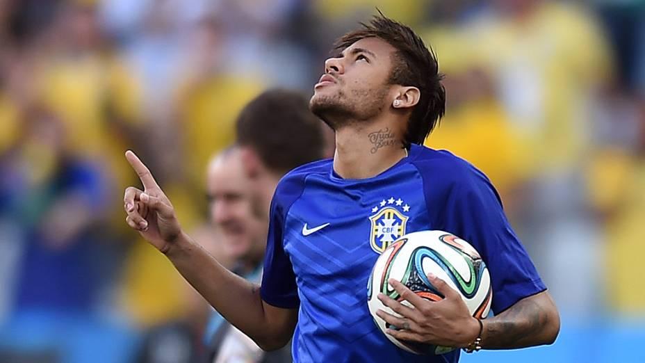 Neymar ao entrar em campo, no Itaquerão