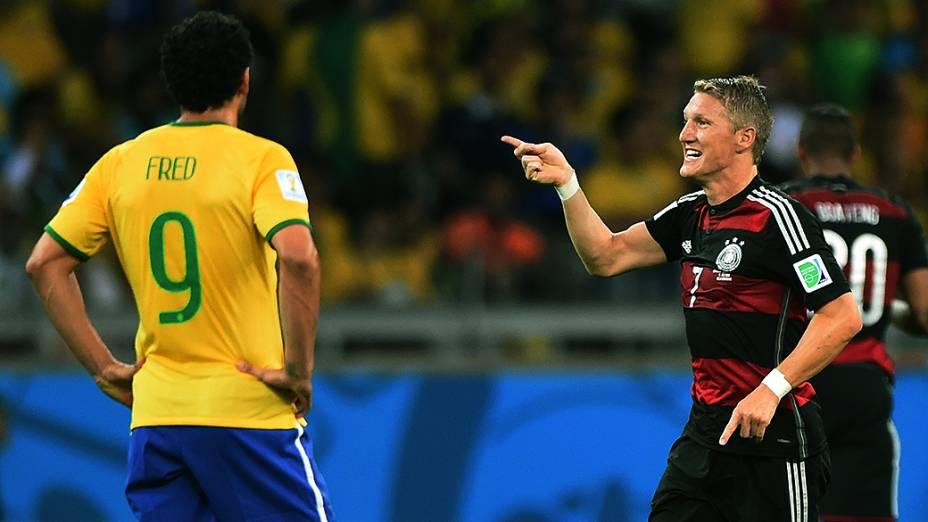 O alemão Schweinsteiger gesticula no jogo contra o Brasil