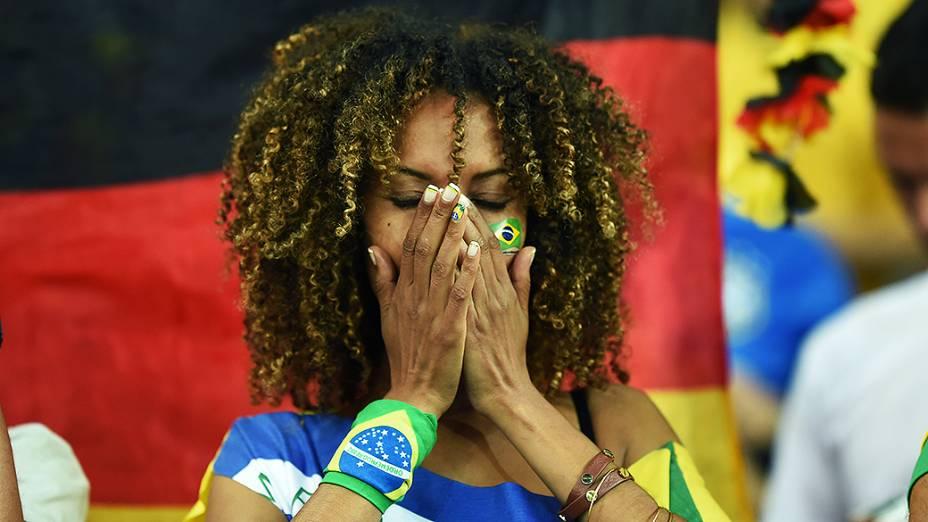 Torcedora do Brasil durante o jogo contra a Alemanha no Mineirão, em Belo Horizonte