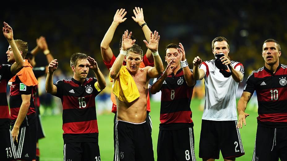 Jogadores da Alemanha comemoram a vitória sobre o Brasil no Mineirão, em Belo Horizonte