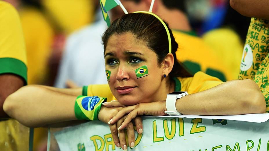 Torcedora do Brasil chora a derrota para a Alemanha