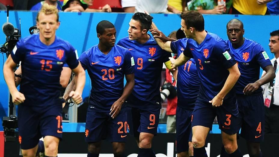 Jogadores da Holanda comemoram gol contra o Brasil no Mané Garrincha, em Brasília