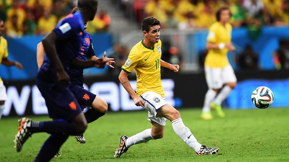 Oscar durante o jogo contra a Holanda no Mané Garrinchal, em Brasília