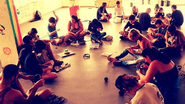 Alunos ocupam centro de convivência do diretório acadêmico em protesto contra fim da invasão da reitoria