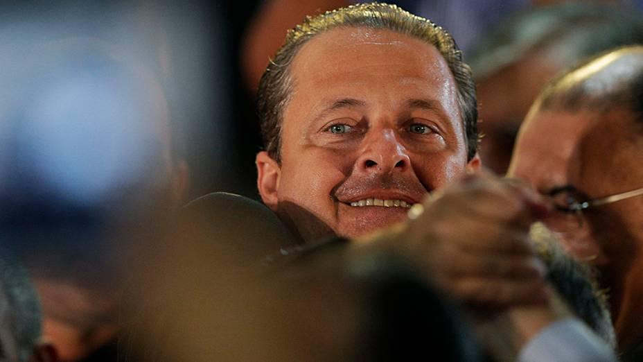 Eduardo Campos é saudado por partidáriosdurante lançamento da chapa do PSB