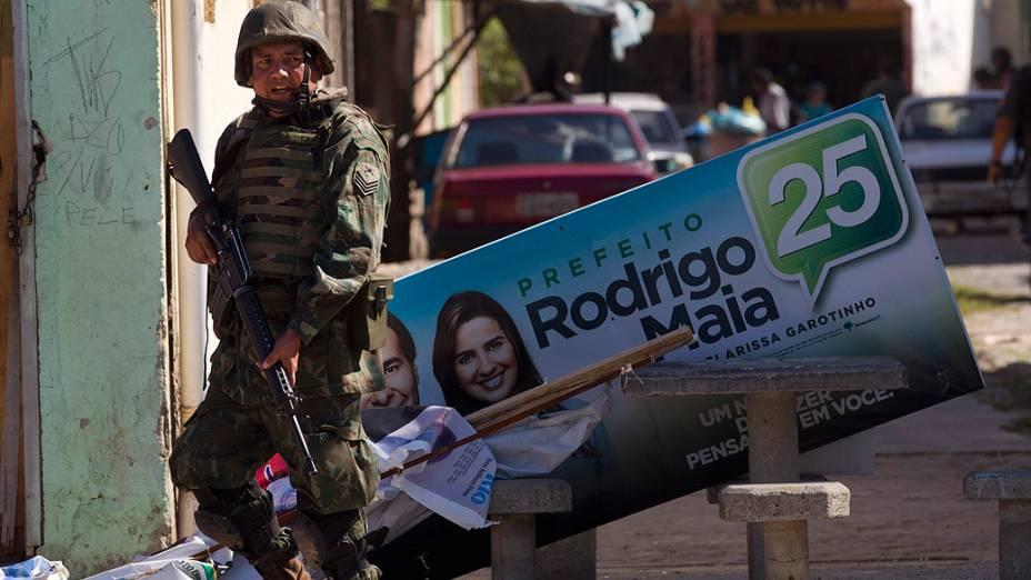 Exército na rua na véspera das eleições no Rio de Janeiro
