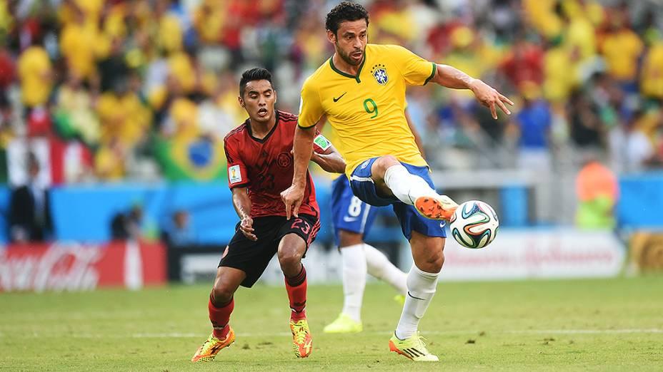 Fred em lance no jogo contra o México no Castelão, em Fortaleza