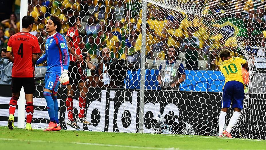 Neymar durante o jogo contra o México no Castelão, em Fortaleza