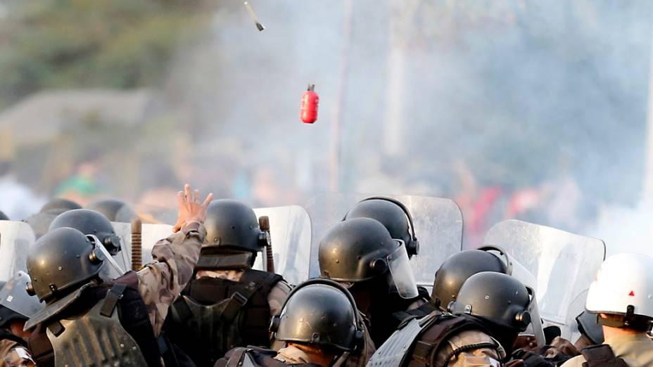 Belo Horizonte - Polícia entra em confronto com manifestantes, neste sábado (22)