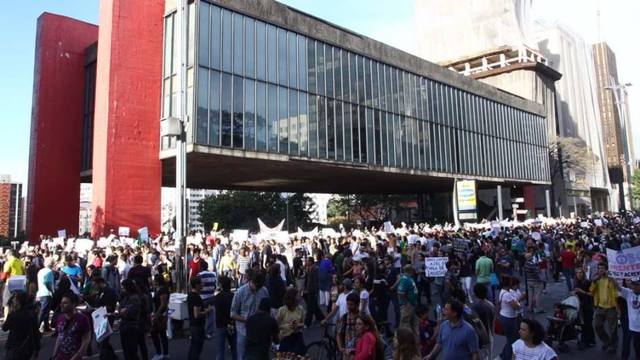 São Paulo - Manifestantes fazem protesto contra a PEC 37, na Avenida Paulista, neste sábado (22)