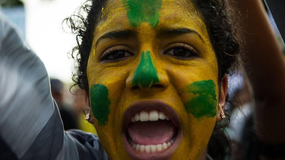 Recife - Manifestantes marcham na Avenida Conde da Boa Vista, no centro de Recife, estado de Pernambuco