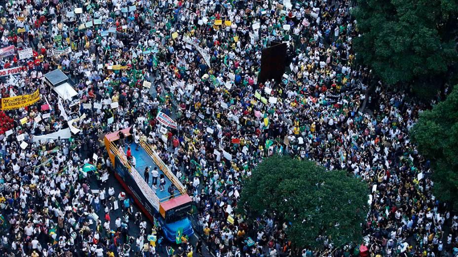 Rio de Janeiro - Manifestantes se reúnem para protestar nesta quinta feira (20) na capital carioca