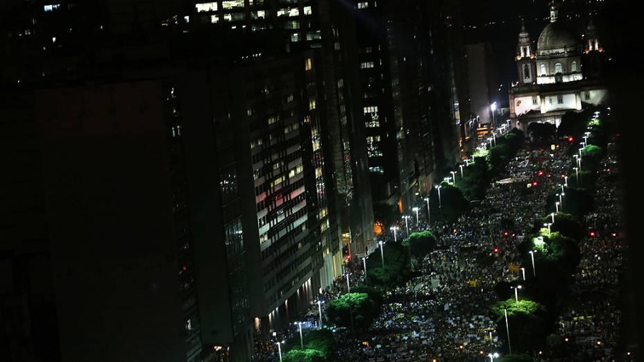 Rio de Janeiro - Milhares de manifestantes se reúnem para protestar nesta quinta feira (20) na capital carioca