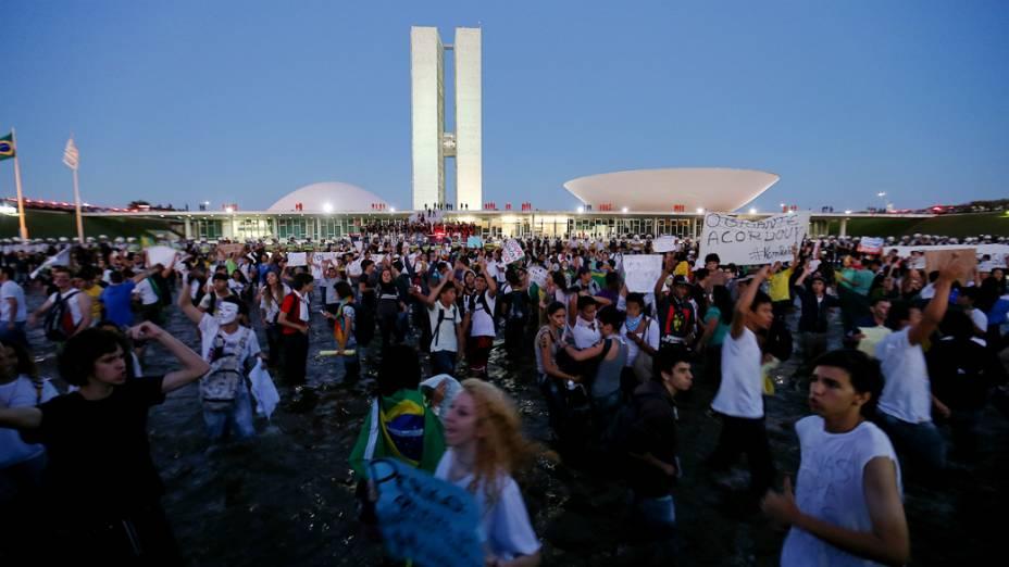 Brasília - Manifestantes se reúnem em frente ao Congresso Nacional para protestar