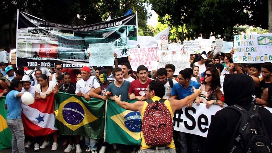 Belém - Manifestantes protestam contra o aumento da tarifa do transporte público