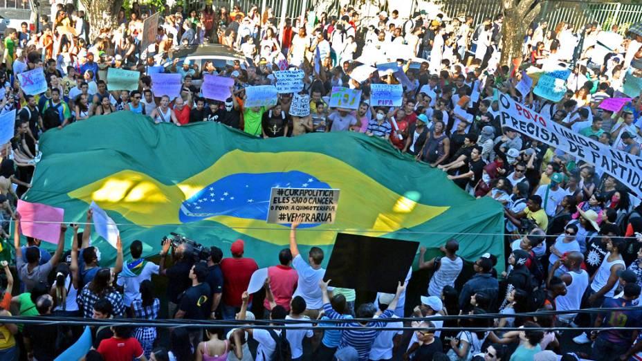 Salvador - Manifestantes se reúnem para protestar