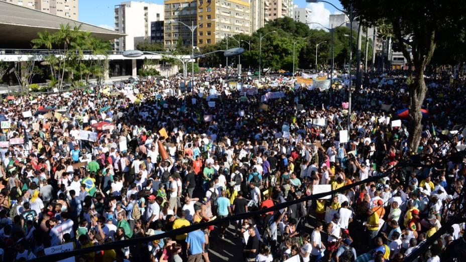 Salvador - Manifestantes se reúnem para protestar nesta quinta feira (20)