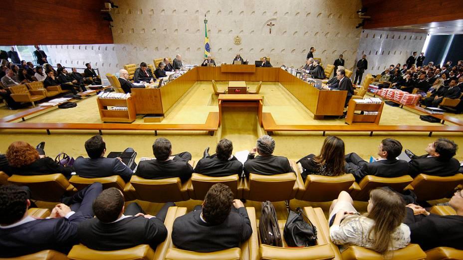 O plenário do STF durante a análise do cabimento de embargos infringentes no caso do Mensalão