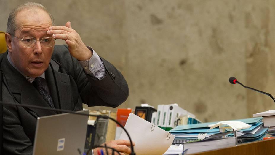 Ministro Celso de Mello no início da sessão que analisa o cabimento de embargos infringentes no caso do Mensalão<br><br>