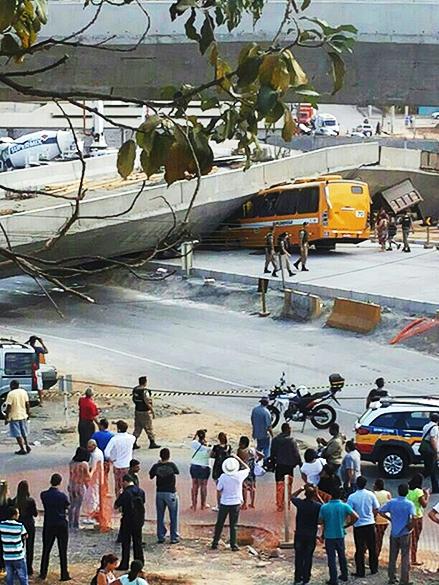 <p>Viaduto desaba em Belo Horizonte</p>