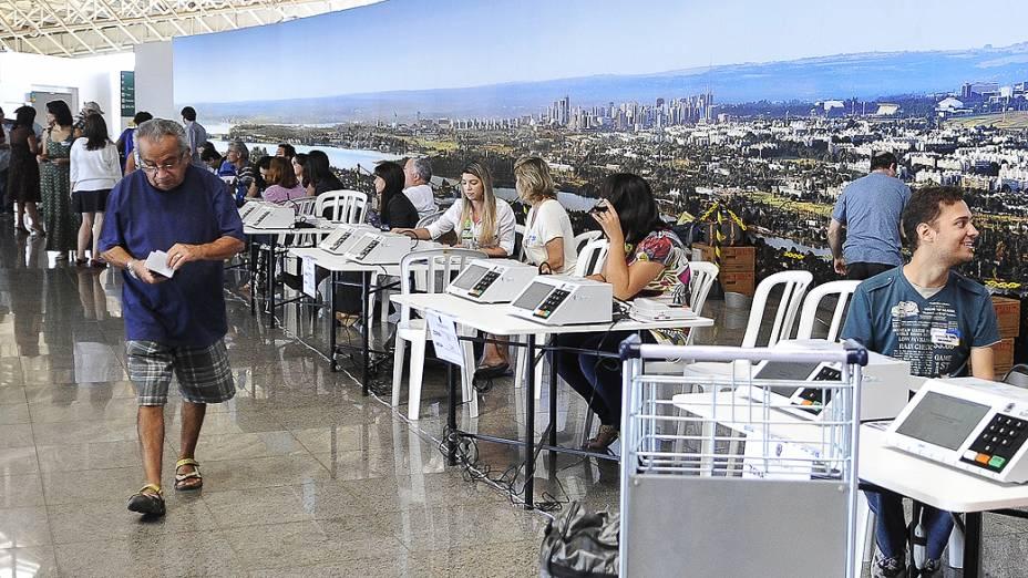 Em Brasília, os eleitores de outras unidades da federação procuram os postos de atendimento para justificar o voto
