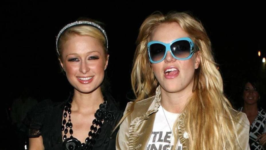 Diga-me com quem andas: em 2006, Paris Hilton, afeita a escândalos, tornou-se amiga inseparável de Britney Spears