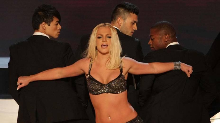 Britney começou a dar a volta por cima ainda em 2007, quando gravou o álbum <em>Blackout</em> e emplacou os sucessos <em>Gimme More</em> e <em>Piece of Me</em>