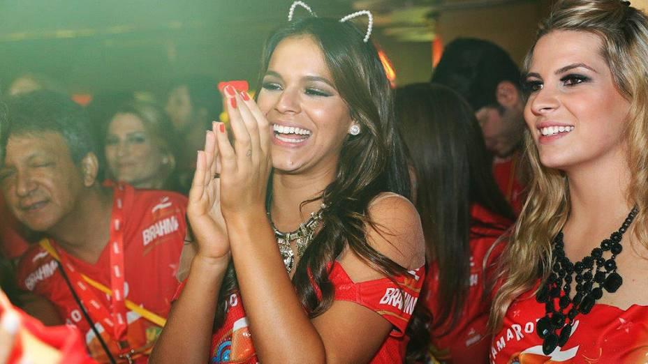 Bruna Marquezine no Camarote Brahma no primeiro dia de Carnaval na Sapucai RJ
