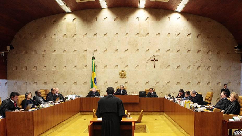 O advogado do ex-deputado Bispo Rodrigues (PL, atual PR), Bruno Alves Pereira de Mascarenhas Braga, durante sessão no Supremo Tribunal Federal (STF), em Brasília, para julgamento do mensalão