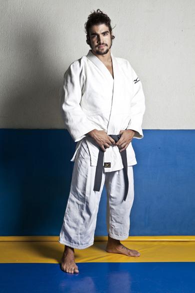 Caio Castro treinando judô