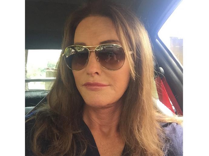 Caitlyn Jenner faz primeiro selfie