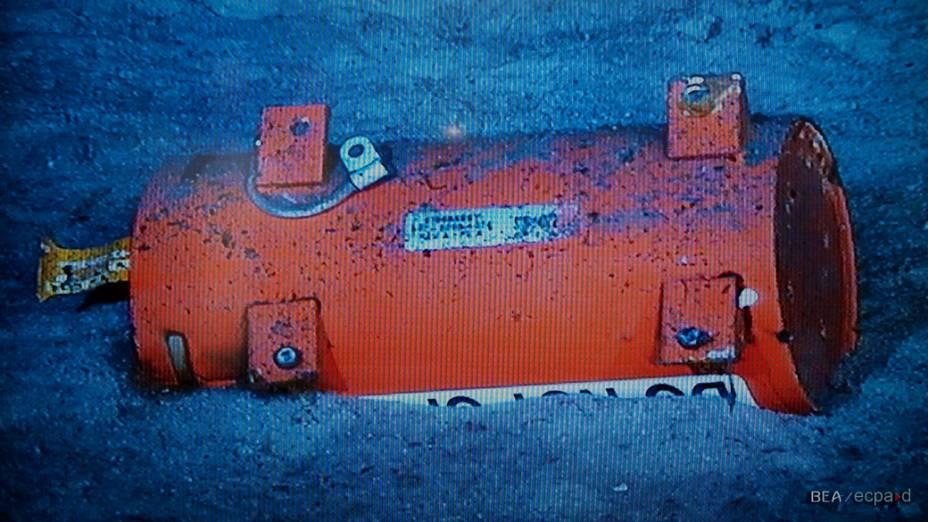 Robô submarino encontra módulo de memória da caixa preta do voo AF 447, da Air France, que caiu no oceano Atlântico em 2009