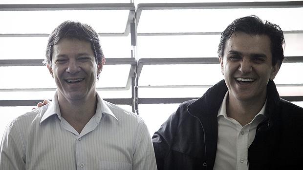 Fernando Haddad e Gabriel Chalita durante campanha em Itaquera, em 12/10/2012