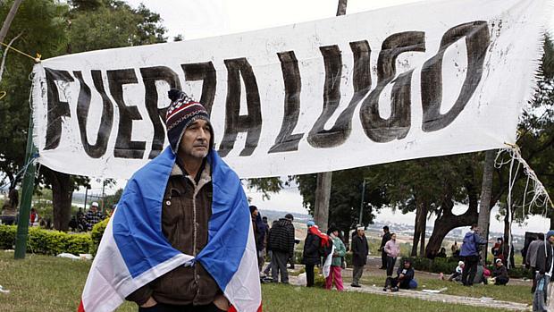 Campesinos protestam em apoio a Lugo em Assunção