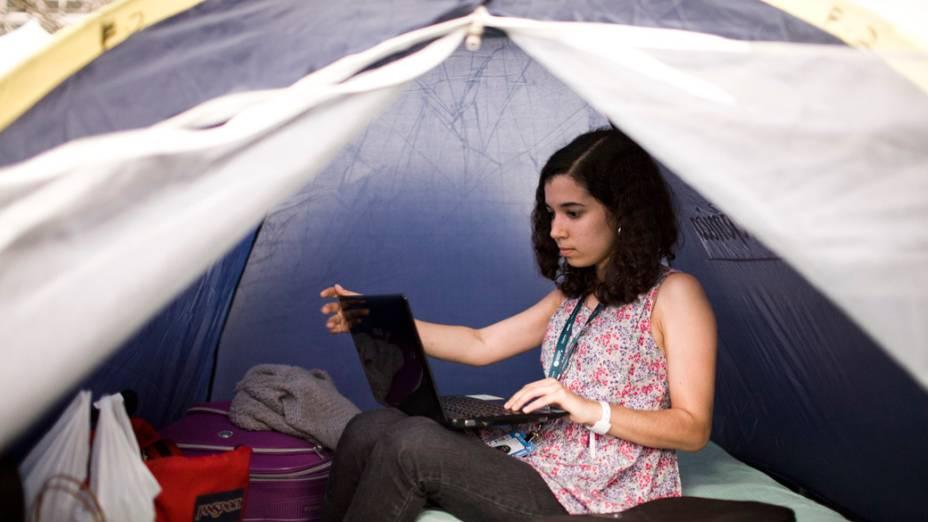 A recifense Isadora no camping durante o primeiro dia da Campus Party, no Parque Anhembi, São Paulo