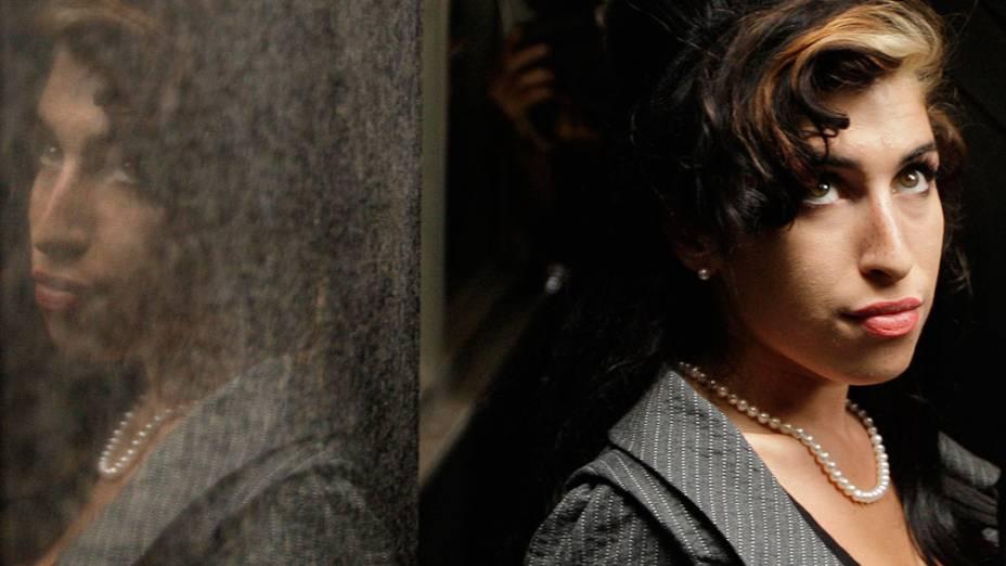 A cantora inglesa Amy Winehouse durante a pausa do seu julgamento no Tribunal de Westminster - 23/07/2009