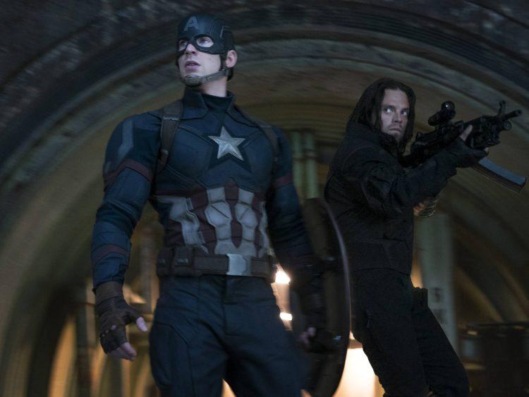Capitão América (Chris Evans) e Soldado Invernal (Sebastian Stan) em Guerra Civil