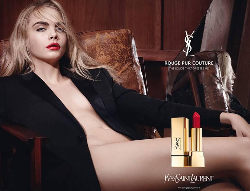 Cara Delevingne em campanha de maquiagem da grife Yves Saint Laurent